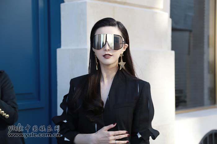 """范冰冰巴黎头排观秀 """"霸道总攻""""气场全开 (3)"""