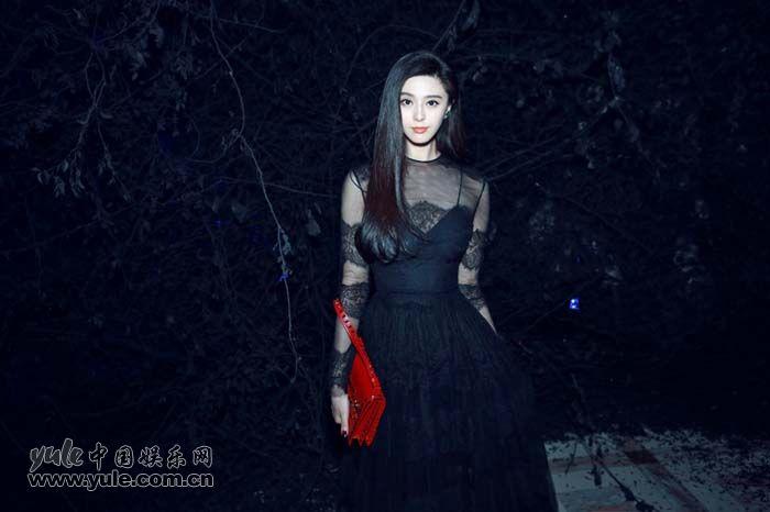 范冰冰出席秀后晚宴 黑色蕾丝礼服性感优雅 (3)