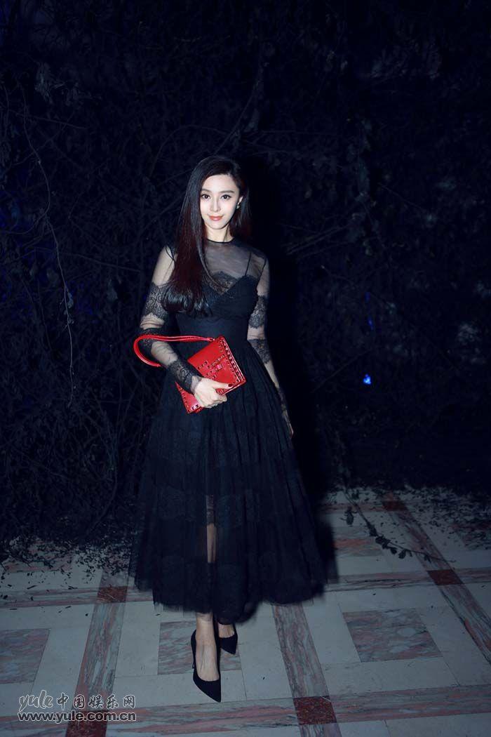 范冰冰出席秀后晚宴 黑色蕾丝礼服性感优雅 (1)