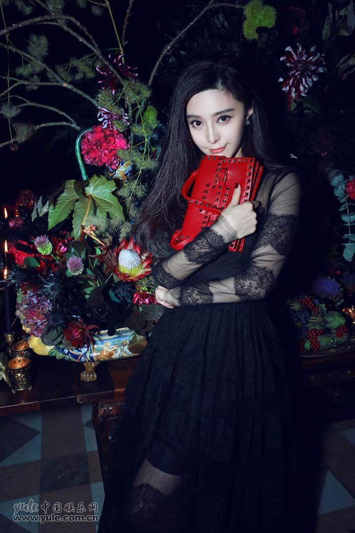 范冰冰出席秀后晚宴 黑色蕾丝礼服性感优雅 (5)