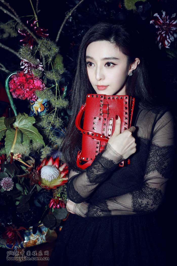范冰冰出席秀后晚宴 黑色蕾丝礼服性感优雅 (6)