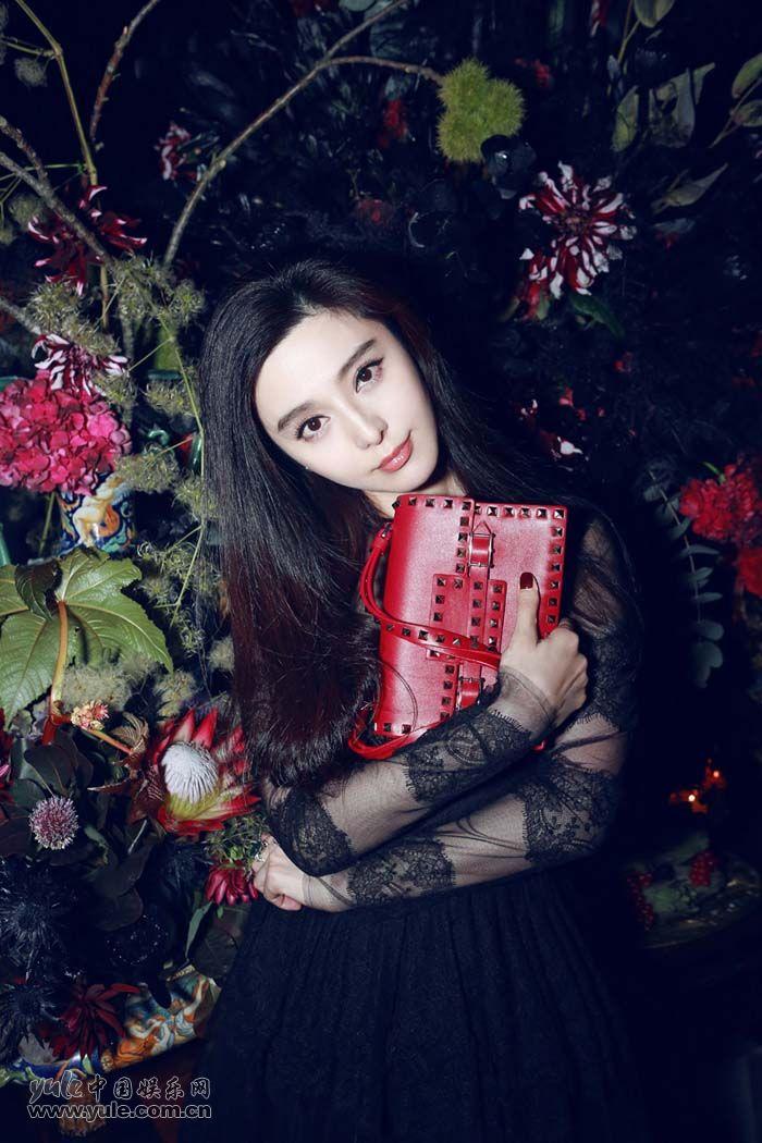 范冰冰出席秀后晚宴 黑色蕾丝礼服性感优雅 (7)
