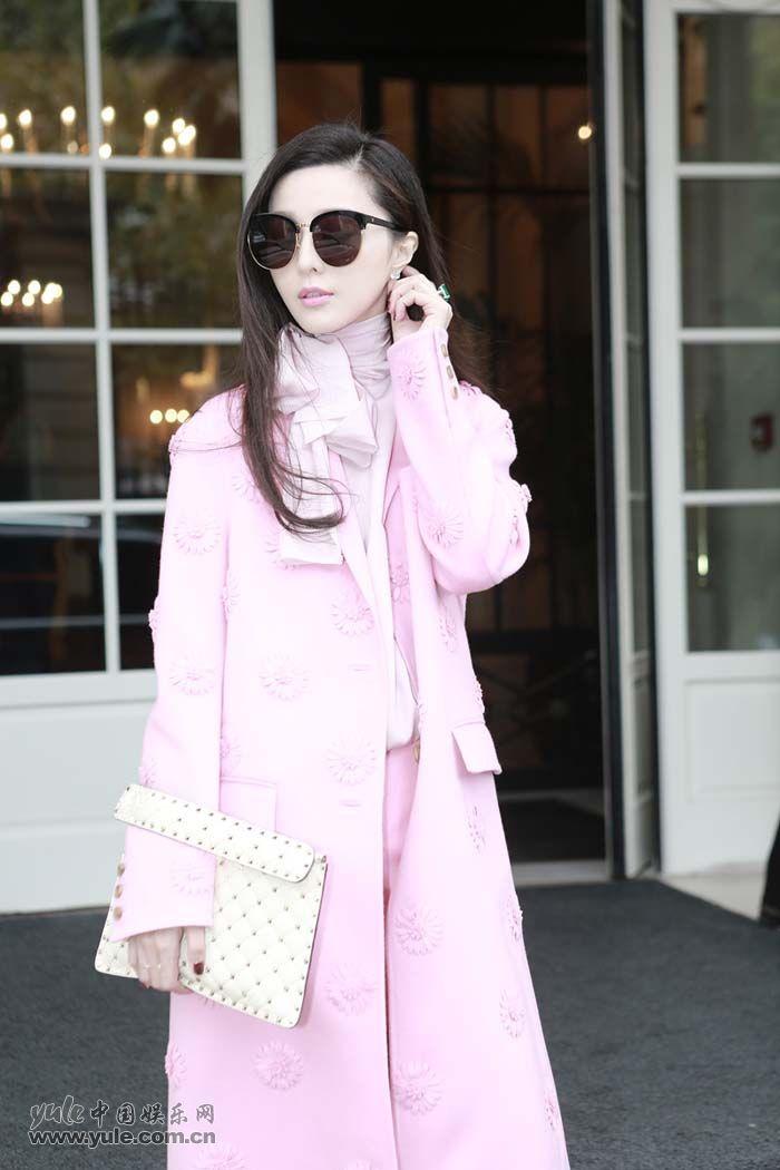 范冰冰亮相Valentino大秀 粉色套装少女感再升级 (2)