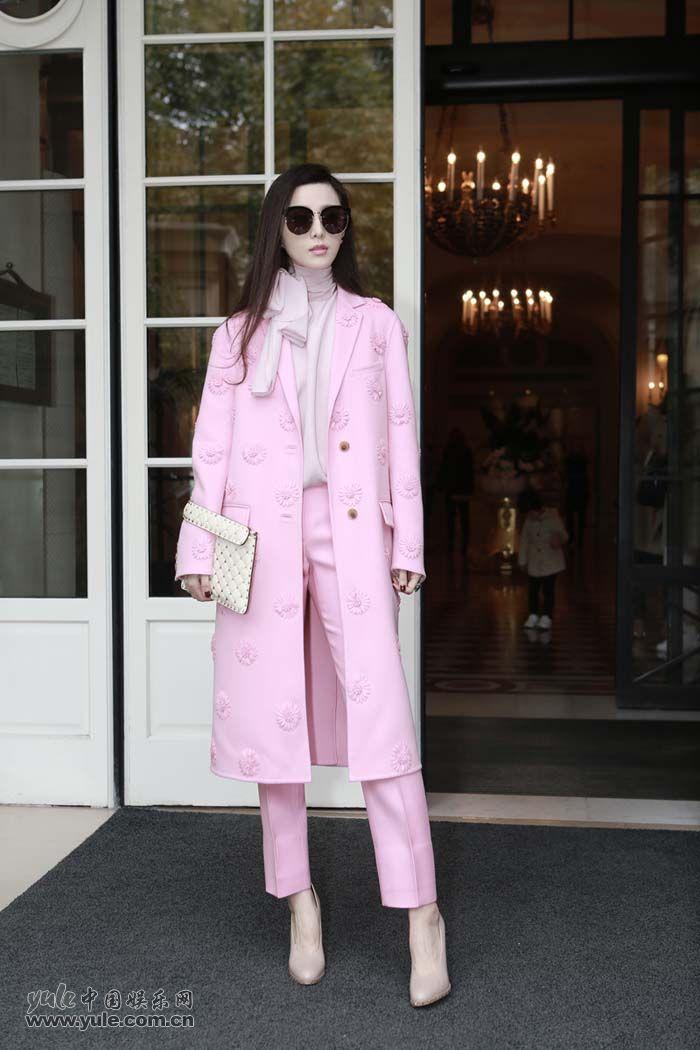 范冰冰亮相Valentino大秀 粉色套装少女感再升级 (3)