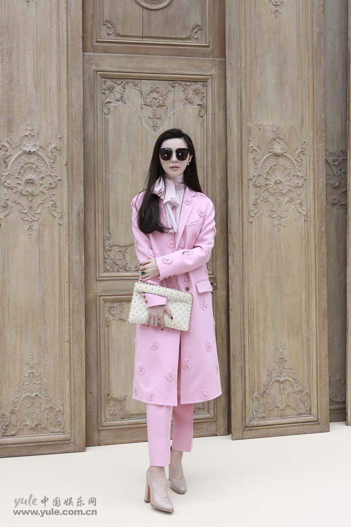 范冰冰亮相Valentino大秀 粉色套装少女感再升级 (8)