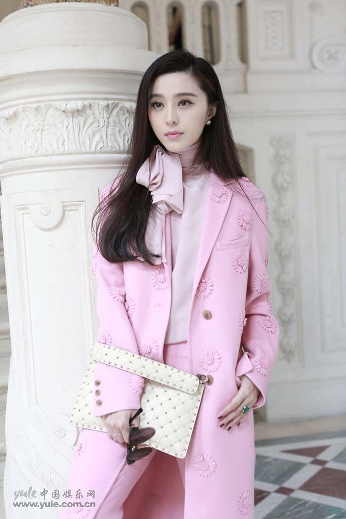 范冰冰亮相Valentino大秀 粉色套装少女感再升级 (6)