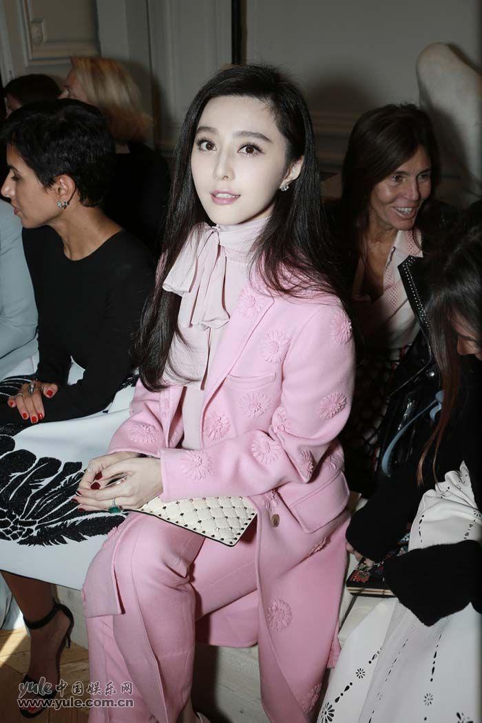 范冰冰亮相Valentino大秀 粉色套装少女感再升级 (10)