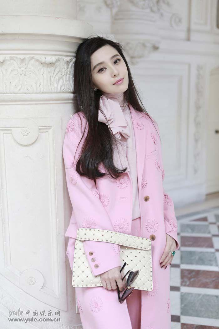 范冰冰亮相Valentino大秀 粉色套装少女感再升级 (13)