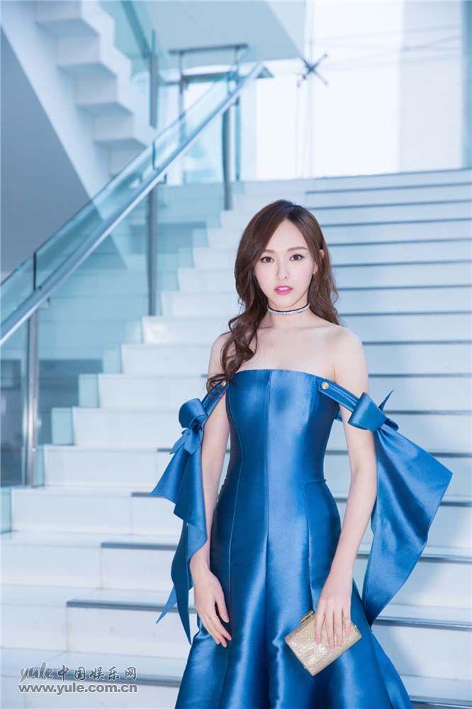 唐嫣蓝色礼服优雅迷人