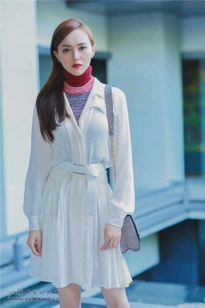 唐嫣诠释跨季节时尚