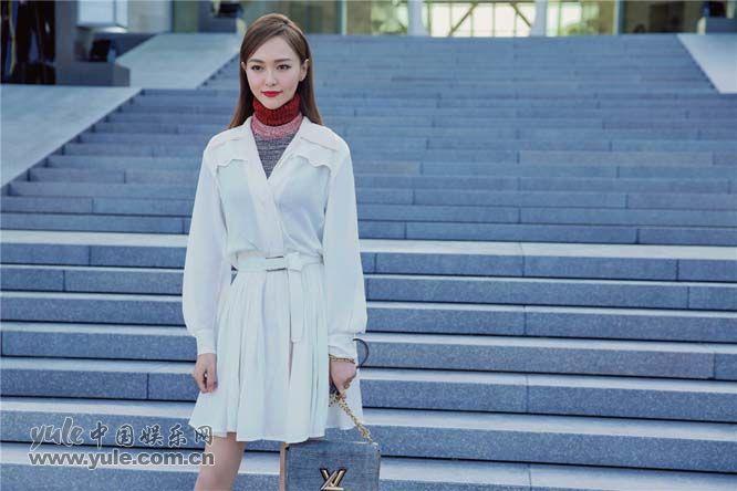 唐嫣受品牌邀约出席2018早春系列大秀