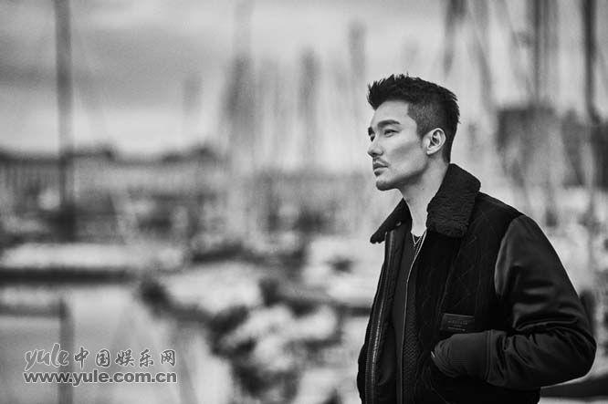 胡兵海滩大片-黑色毛领夹克:眺望海岸