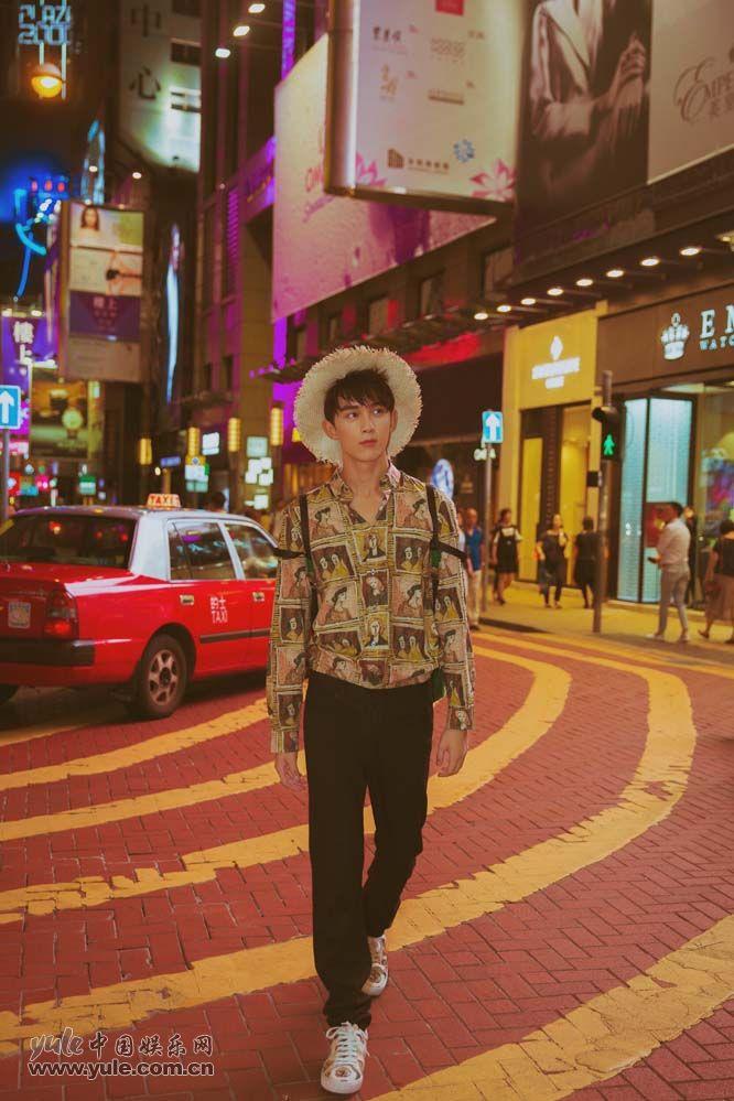 吴磊香港街拍