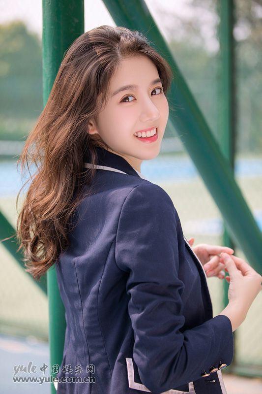 李凯馨甜美校服写真