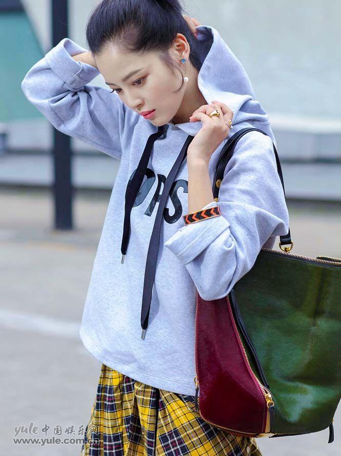 辛芷蕾最新时尚LOOK