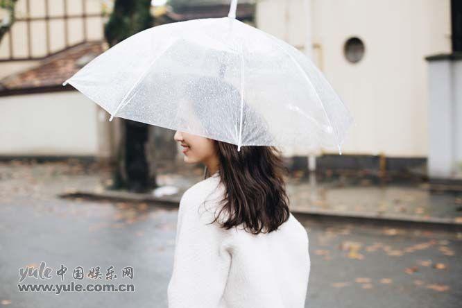 吕一雨中街拍