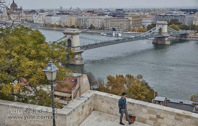 06 佟大为漫步多瑙河畔