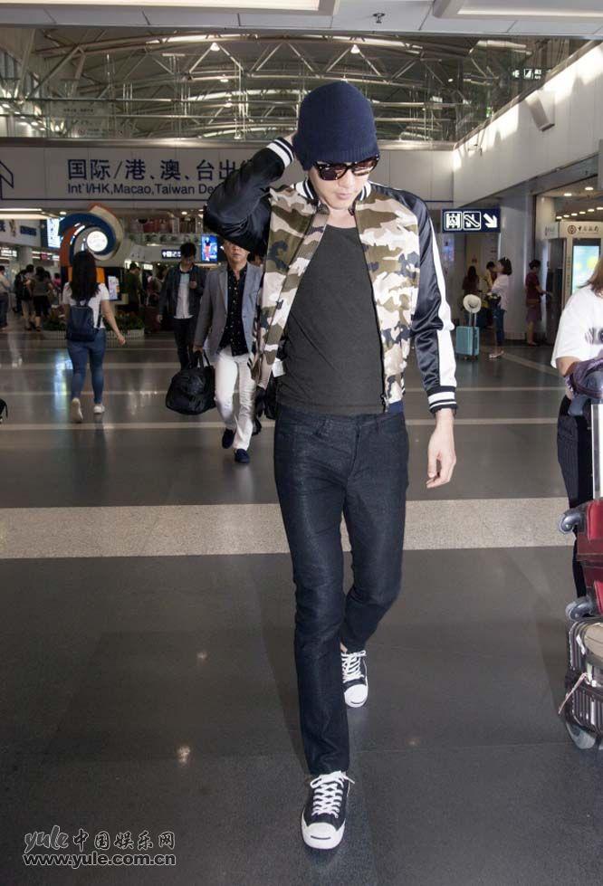 陈正飞机场行走