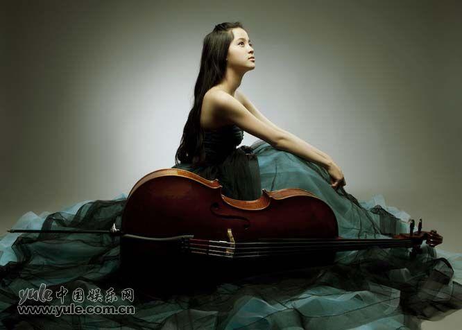 欧阳娜娜被赞最年轻的大提琴演奏家