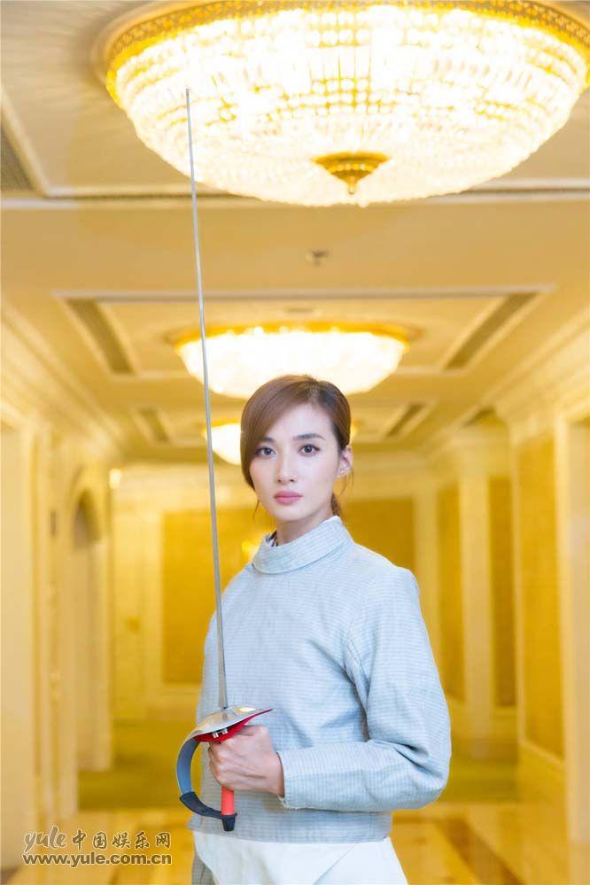 冯文娟手持击剑