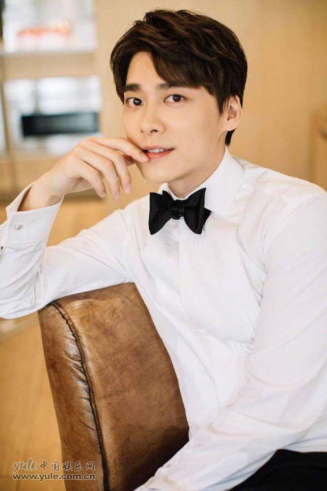 李易峰白色衬衫干净帅气