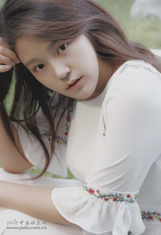 小迪丽热巴王莲少女写真2