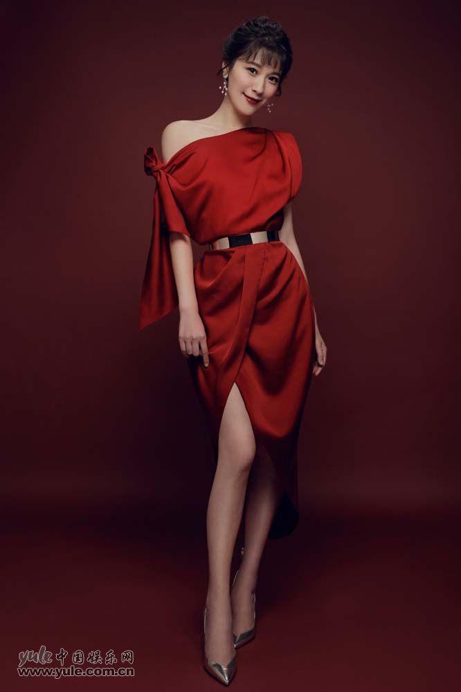 悦悦新年大红写真 满屏长腿