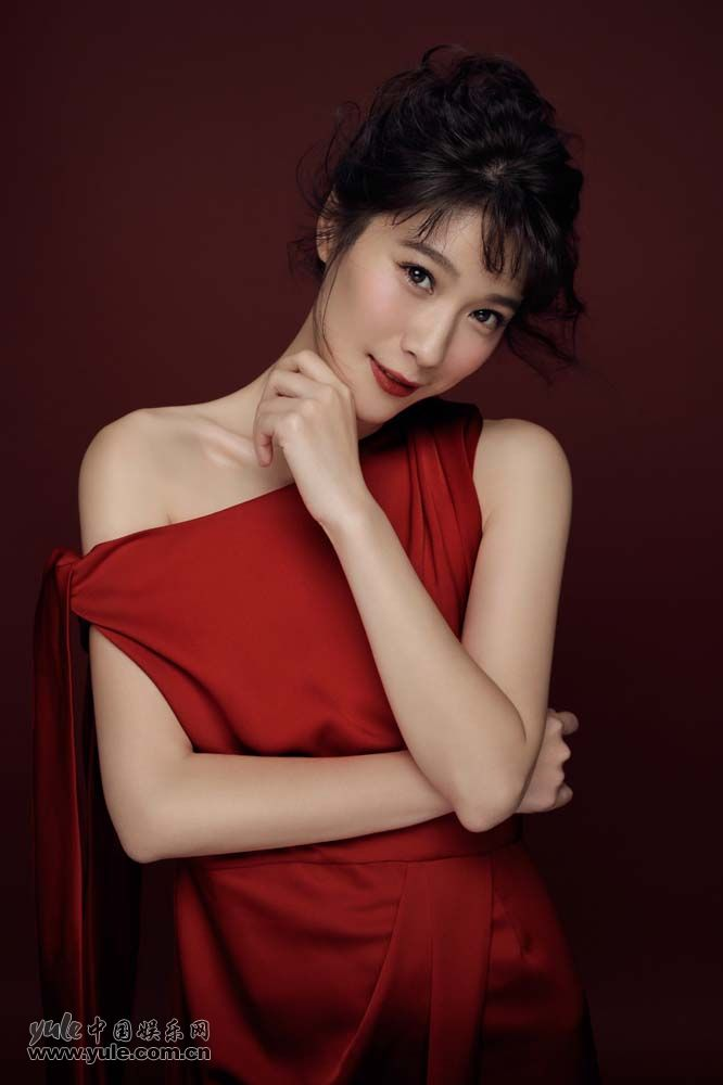 悦悦新年大红写真 微微一笑