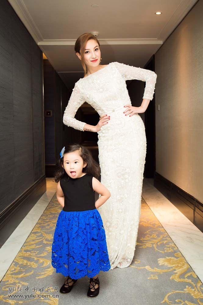 郑希怡与女儿浸浸