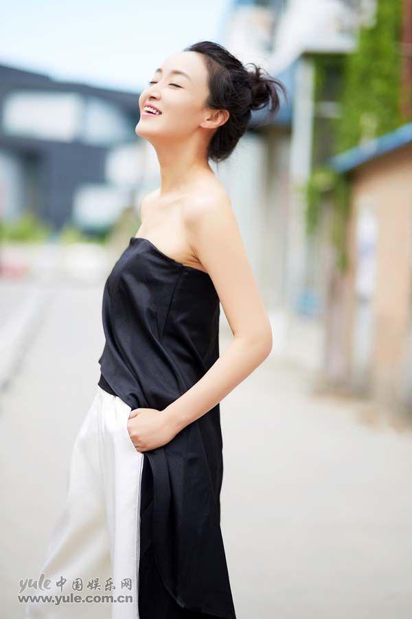 赵子琪仰头微笑