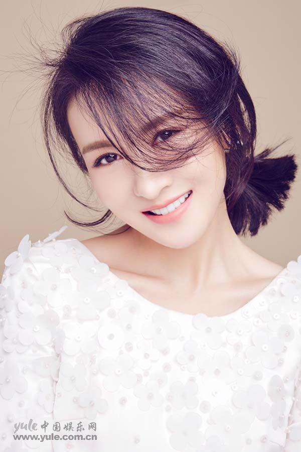 郑逸桐全新甜美写真 (1)