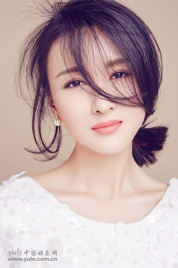 郑逸桐全新甜美写真 (5)