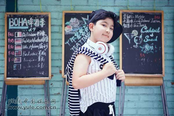 王少雍的侧颜魅力