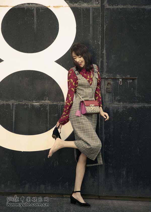 郑合惠子高挑亮丽