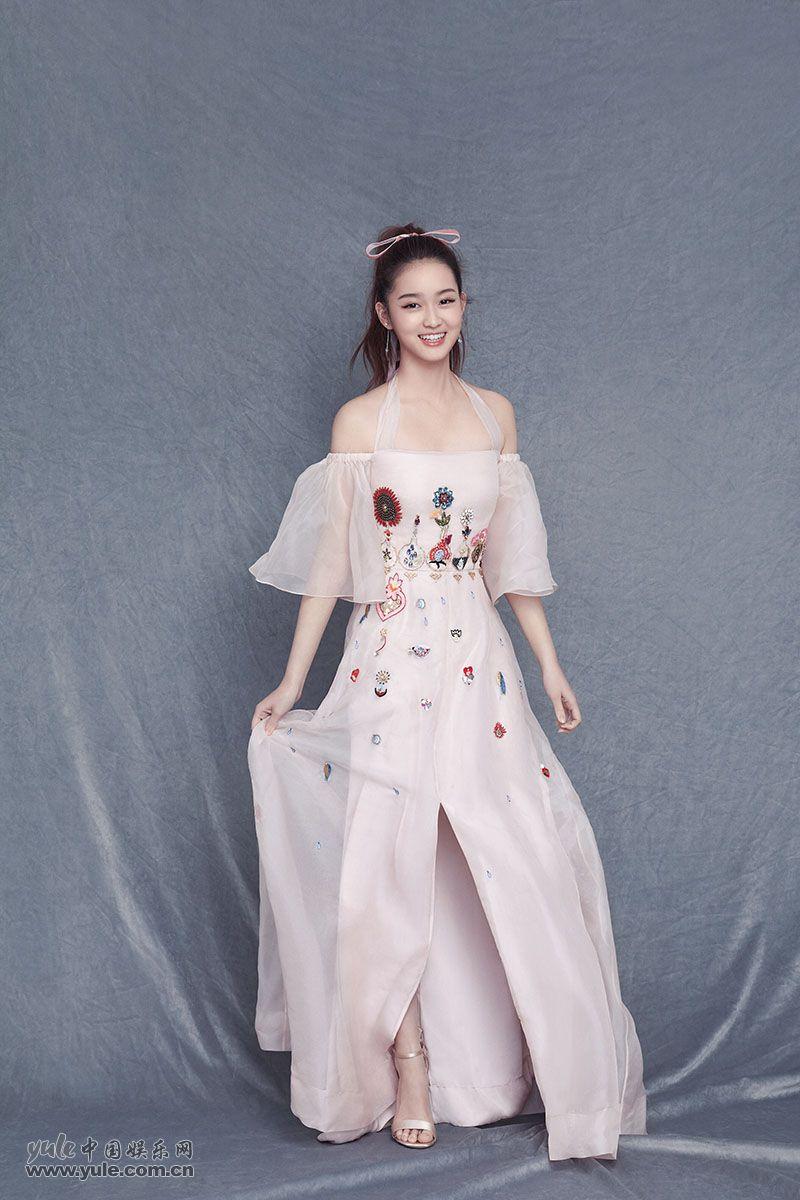 李百惠粉裙子写真