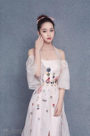 模特谢文_华人女明星_明星档案_写真_图片_资料_照片_中国娱乐网