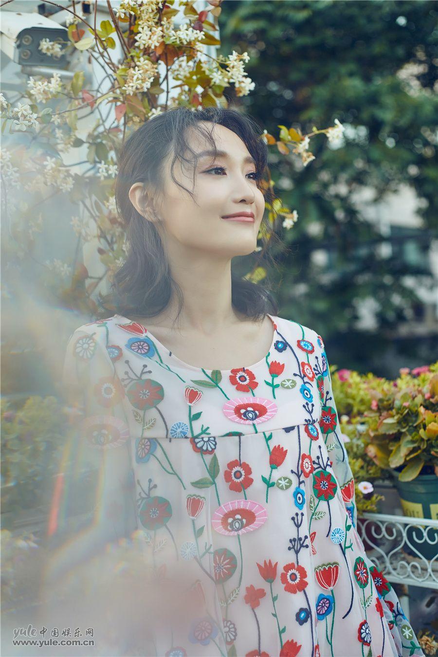 康琳浠花房写真
