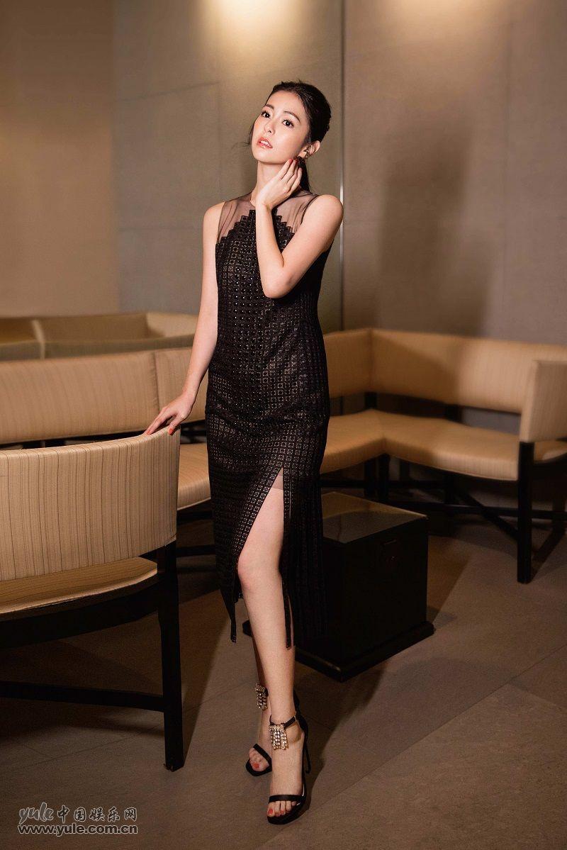任容萱黑色长裙性感优雅