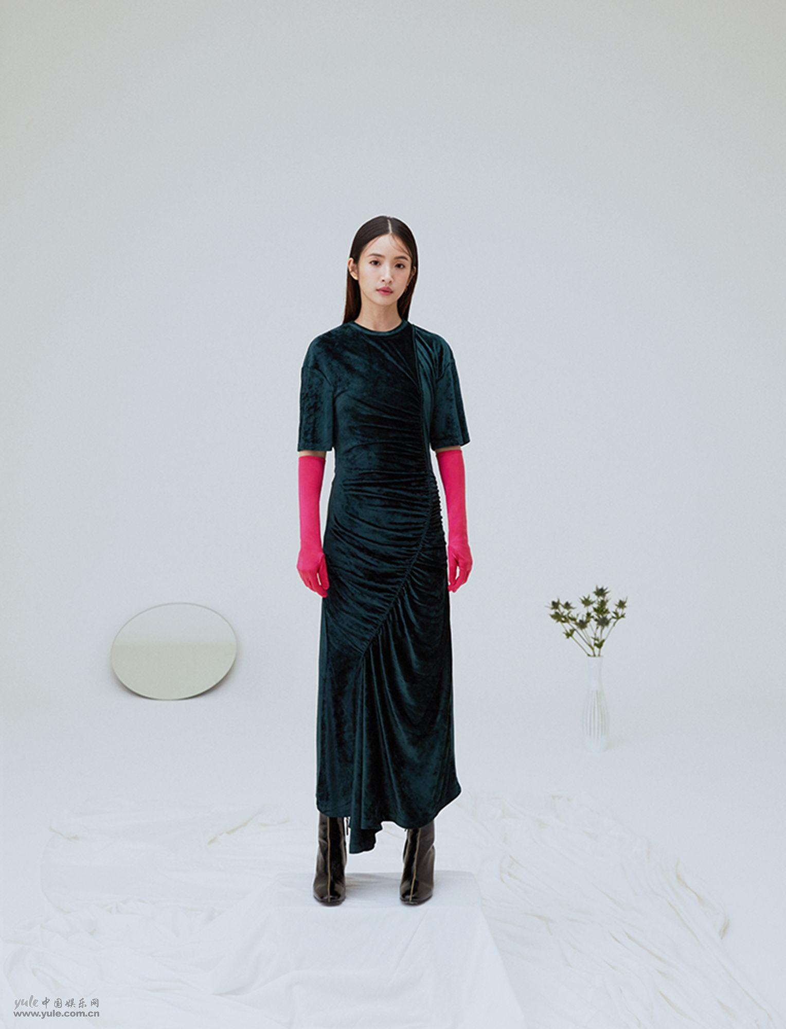 林依晨丝绒长裙