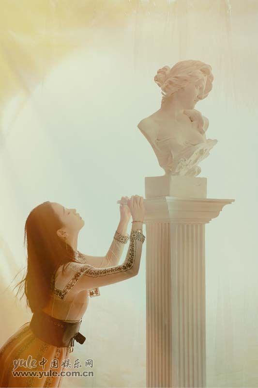 3 李梦上海出席品牌活动 白纱长裙造型如梦似幻