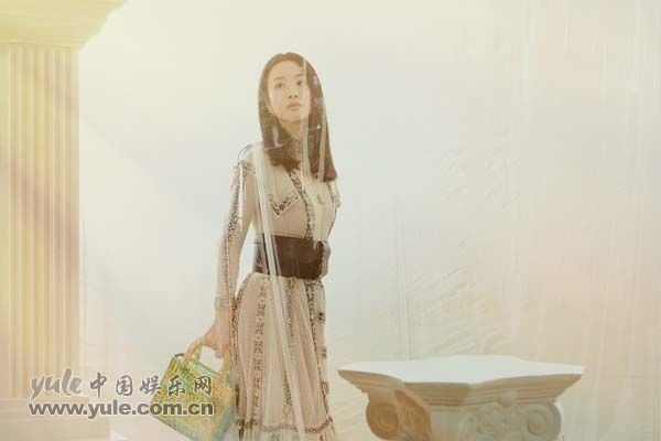 2 李梦上海出席品牌活动 白纱长裙造型如梦似幻