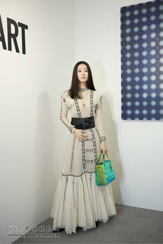 7 李梦上海出席品牌活动 白纱长裙造型如梦似幻