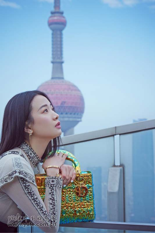 8 李梦上海出席品牌活动 白纱长裙造型如梦似幻